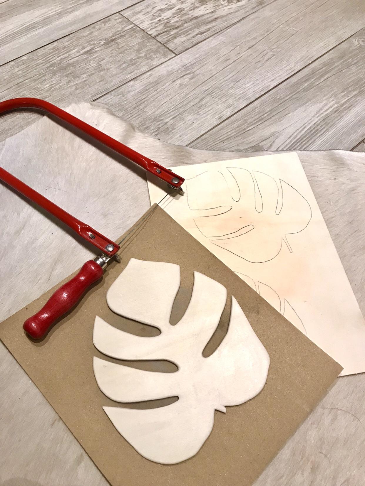 Monstera, Untersetzer, Wanddeko, DIY aus Holz, Basteln mit Holz, Blatt, selber machen. #Monstera, #Chalet8