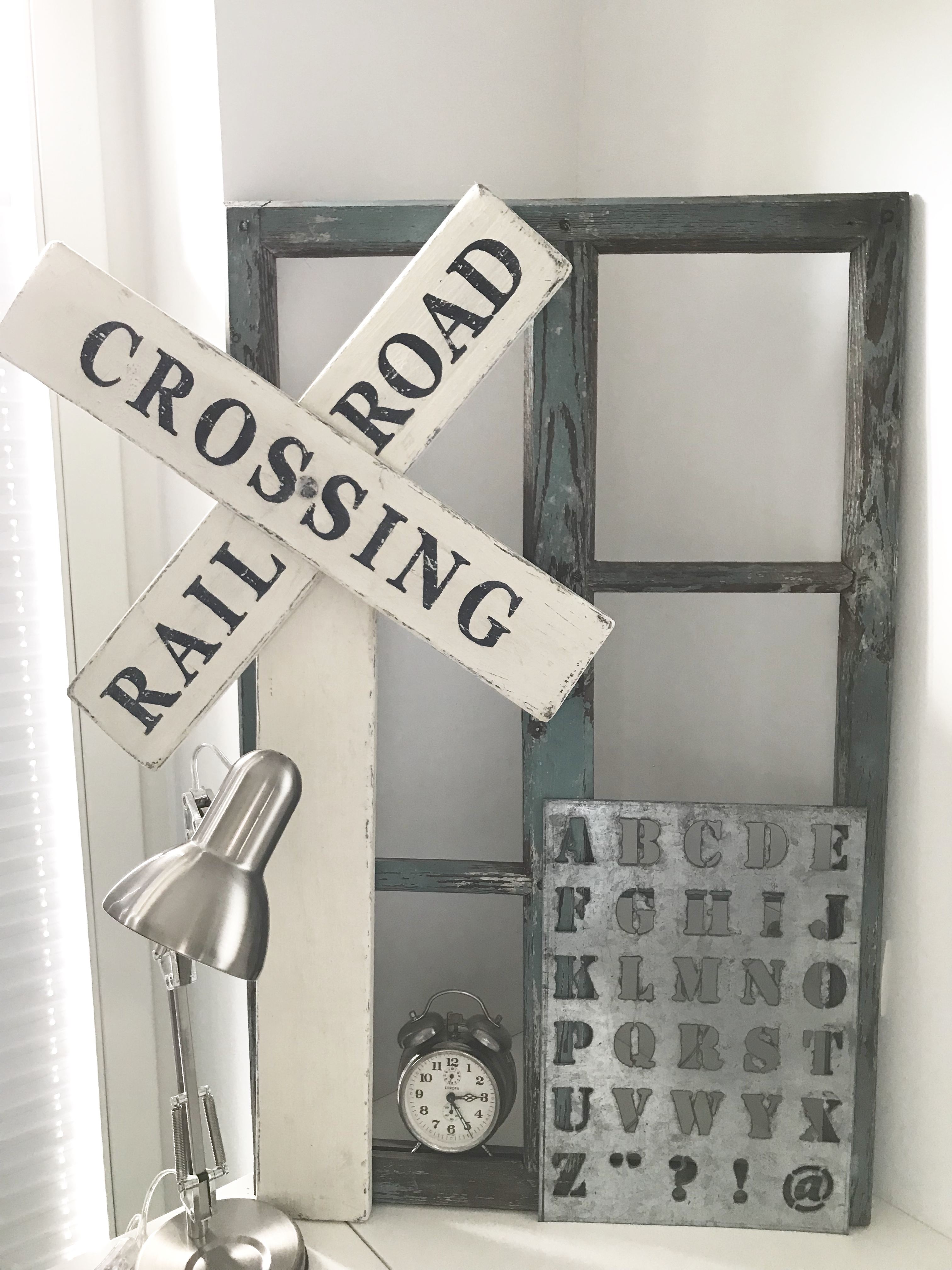 Railroad-Crossing Holzschild