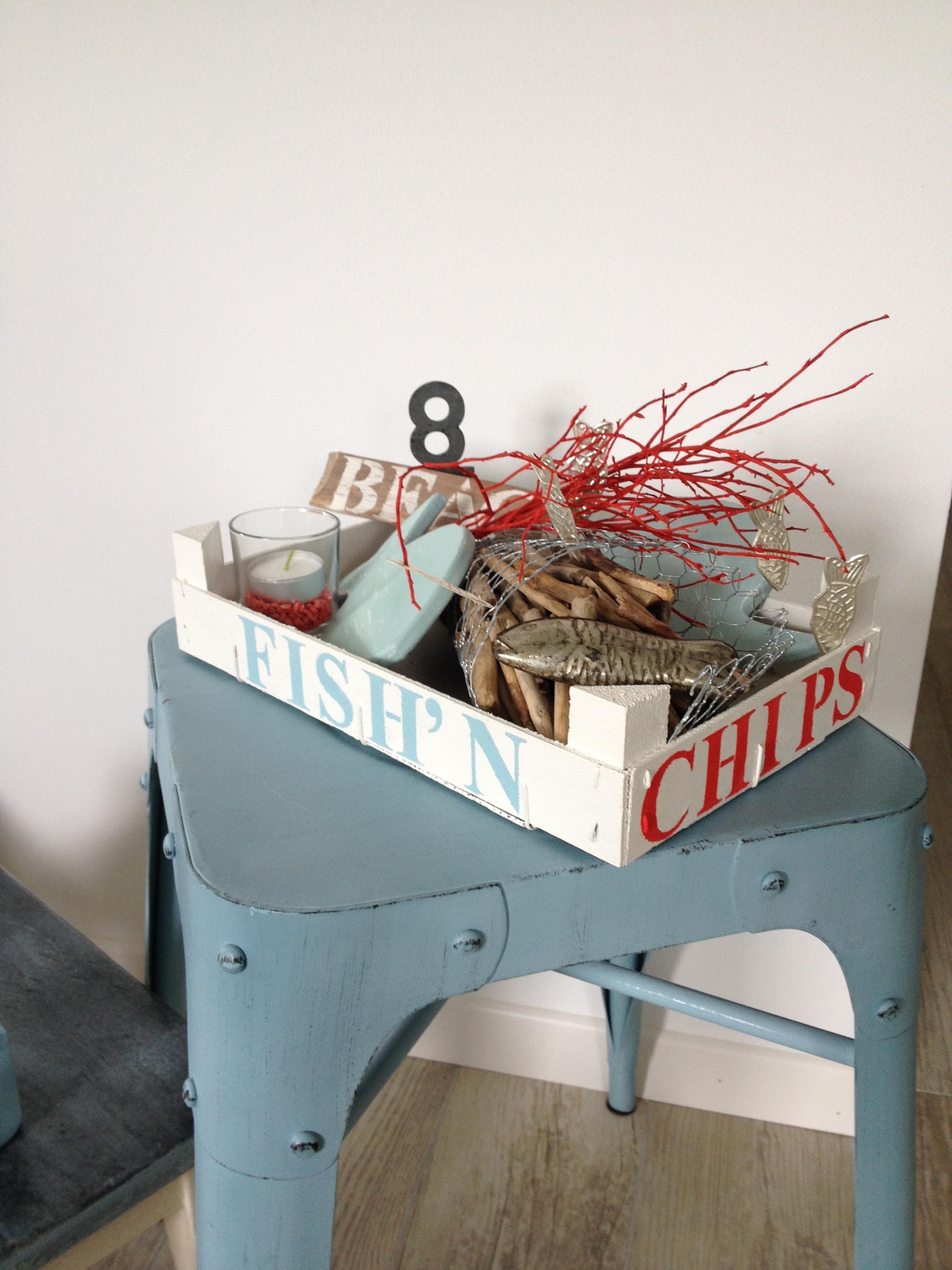 Maritime Deko aus Erdbeerstiege. Upcycling Idee für schöne Sommer Deko. Fish n' chips neu interpretiert. #Chalet8