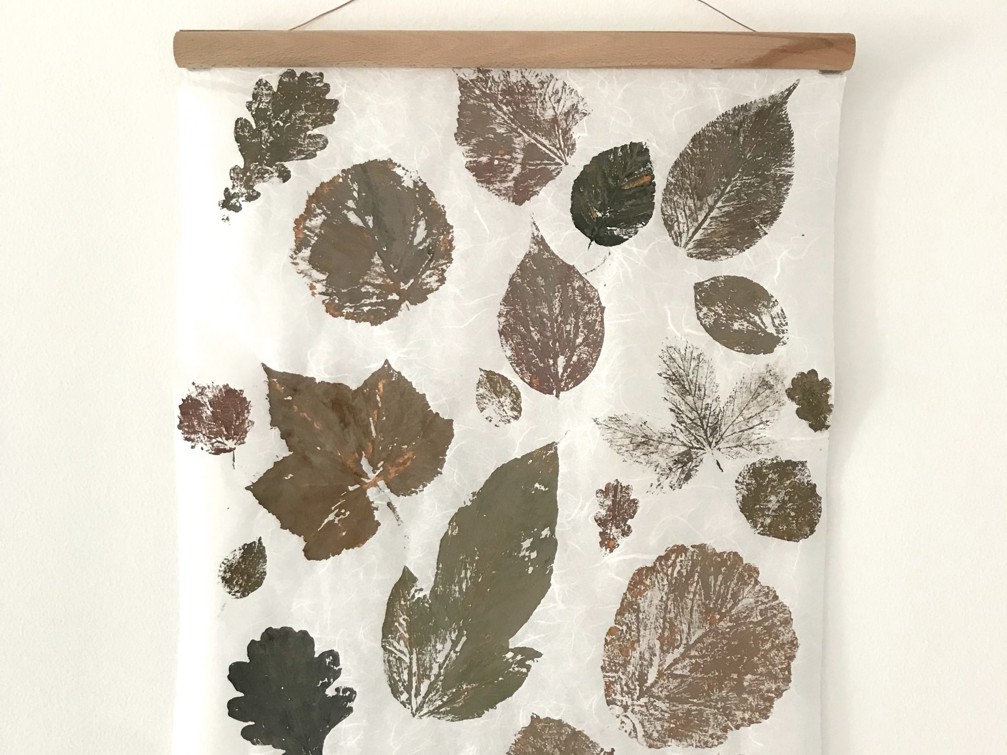 DIY: Pflanzendruck auf Papier. Schöne Herbstdekoration basteln. #Chalet8, #Pflanzendruck