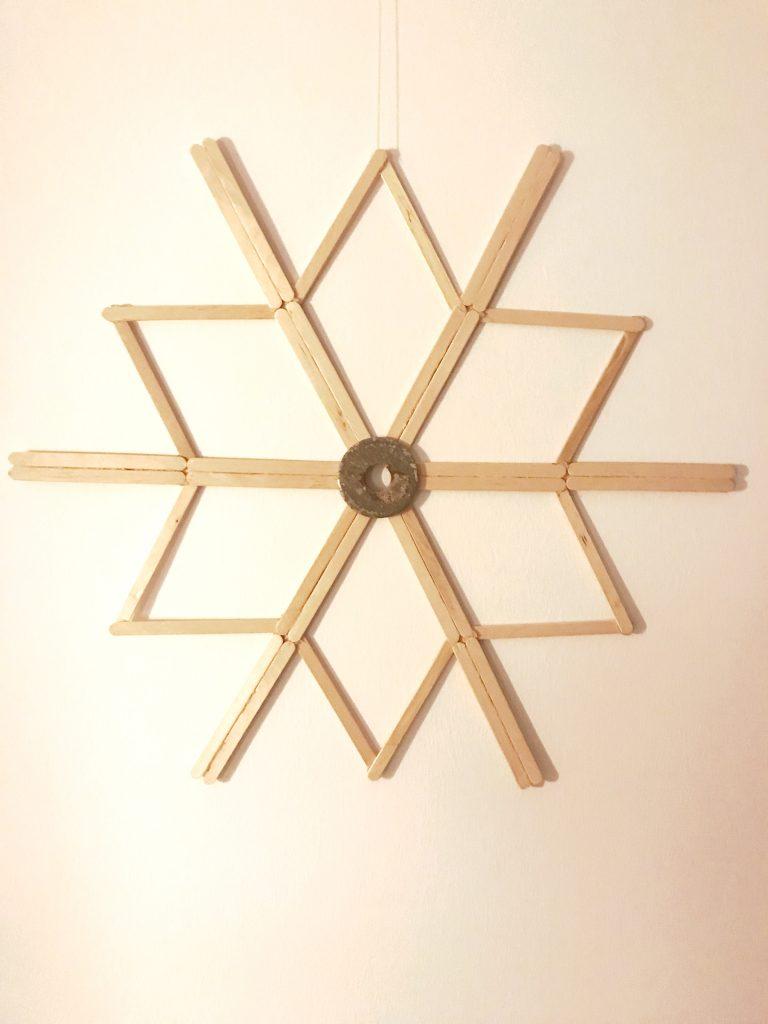 Weihnchtsstern/ Schneeflocke aus Holzstäbchen;10-Minuten-DIY für den Winter, DIY 10 minutes, Winterdeko, DIY, Winter, Deko, #Chalet8, #10MinutenDIY