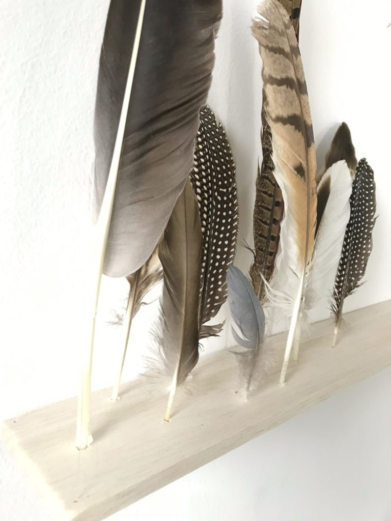 diy gefiederte wanddekoration chalet8