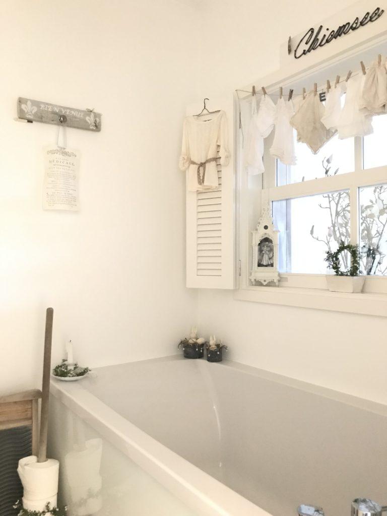 Chalet8/ DIY Blog/ Badezimmer/ Shabby Chic/ Landhaus/ Interior/ Idee/ Deko/ wohnen in weiß/ DIY Schilder