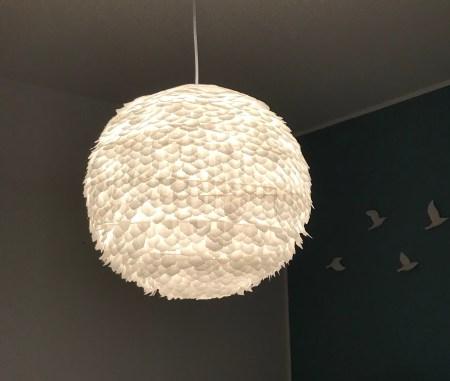 Lampion aus Papier wird zur Designerlampe, DIY Lampe selber machen nach dieser Anleitung für Basteln mit Papier. #Lampe, #Chalet8