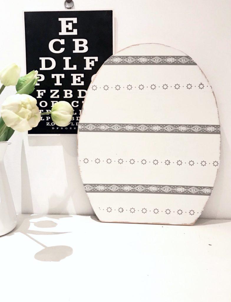 Chalet8/ Kreativ Blog/ Osterei aus Holz mit 2 verschiedenen Seiten/ Weiße Seite mit Acrylfarbe und Washi Tape/ Osterdeko/ Oster Idee