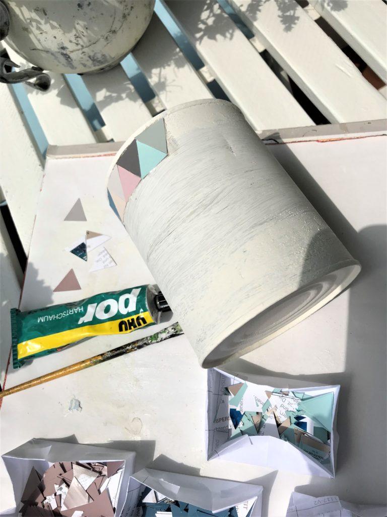 Blechdosen-Upcycling; Tolle Upcycling-Idee, Blechdose/ Konservendose wird mit Farbkarten gepimpt, Chalet8, DIY-Blog, Bastelanleitung, Upcycling, Basteln fast ohne Kosten
