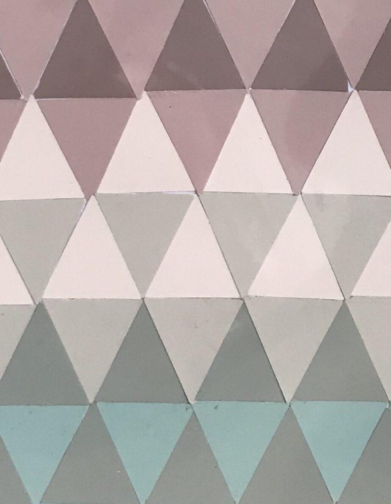 Collage aus Farbkarten, DIY, Upcycling, Basteln mit Papier, Bastelidee, Papier, Dreiecke, DIY Blog, #Chalet8