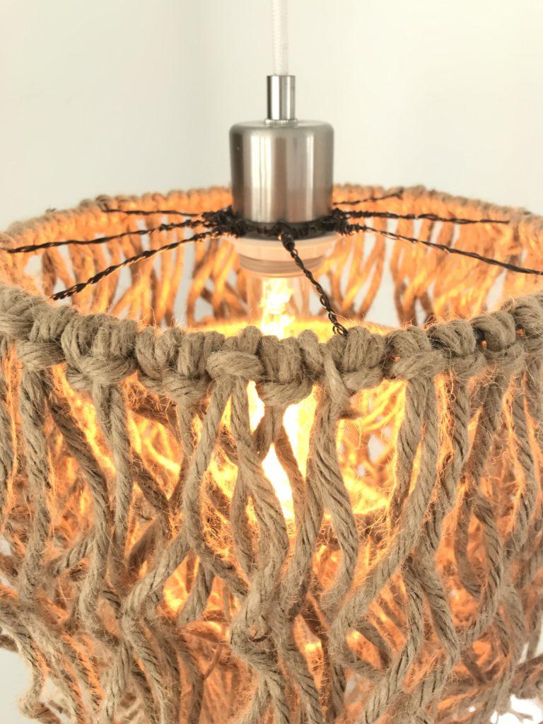 DIY Boho Lampe mit Jutegarn selber machen. DIY , Lampe, Lampenring,Lüster, Boho, Fransen, Jutegarn, Blog, Bastelanleitung, #Chalet8, #NaturalBoho