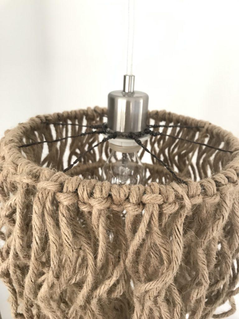 DIY Boho Lampe mit Jutegarn selber machen. DIY , Lampe, Lüster, Boho, Fransen, Jutegarn, Blog, #Chalet8, #NaturalBoho