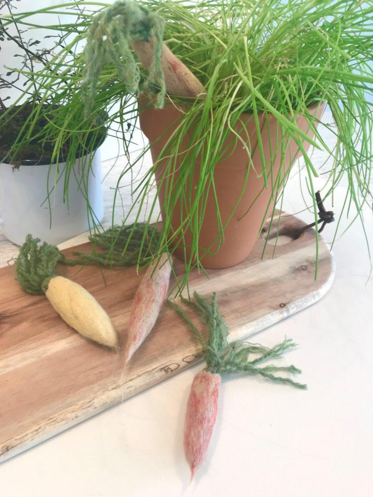 DIY- 10 einfache Oster-Ideen zum Selbermachen/ Chalet8/ DIY Blog/ Osterdekoration/ Filz-Möhren/ DIY/ Kreativ Idee/ Ostern