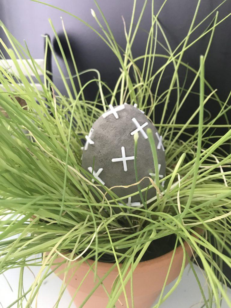 DIY- 10 einfache Oster-Ideen zum Selbermachen/ Chalet8/ DIY Blog/ Osterdekoration/Beton-Ei/ Fliesenkreuze/ DIY/ Kreativ Idee/ Ostern/ Oster-DIY