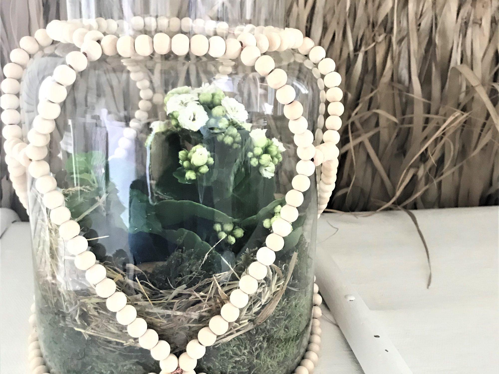 Holzperlen Deko für großes Glasgefäß bastel., Windlichter, Vase, Miniterrarien dekorieren. Kreative Deko im Boho Stil. #holzperlen, #chalet8
