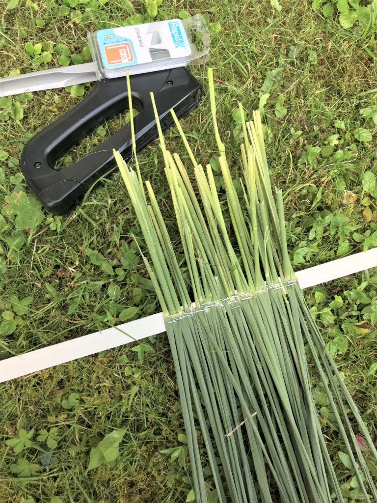 DIY: Deko für den Sommer aus Schilf. Schilfwiese selber basteln. Naturmaterial, schnell, günstig, einfach, Boho, Naturdeko, Chalet8, DIY, Blog, #Natural Boho, #Sommerdeko, #Schilf