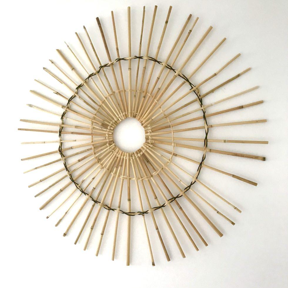 Bambus Deko für die Wand selber machen. DIY Wanddeko. Sonne aus Bambusrohren basteln. # Chalet8, #Bambus