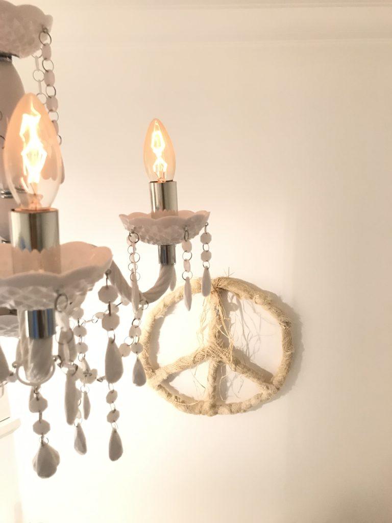 Peace-Zeichen aus Palmfasern basteln. Basteln mit Naturmaterial. Setze ein Zeichen. #Chalet8, # Peacezeichen