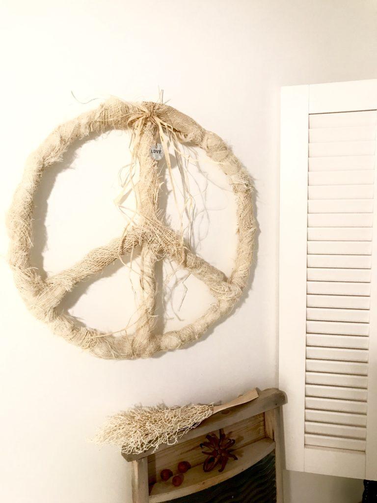 Peacezeichen aus Palmfasern basteln. Basteln mit Naturmaterial. Setze ein Zeichen. Natural Boho Stil. Modern Boho. #Chalet8, # Peacezeichen