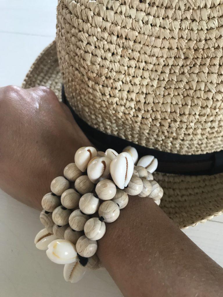Sommeroutfit pimpen. Boho Summer Chic. Natürlichen Schmuck aus Holzperlen und Muscheln basteln. #Chalet8