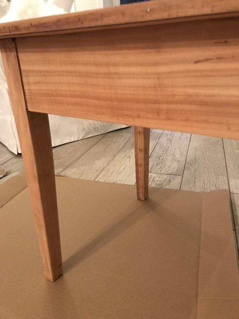 Upcycling Möbel. Tisch abgeschliffen