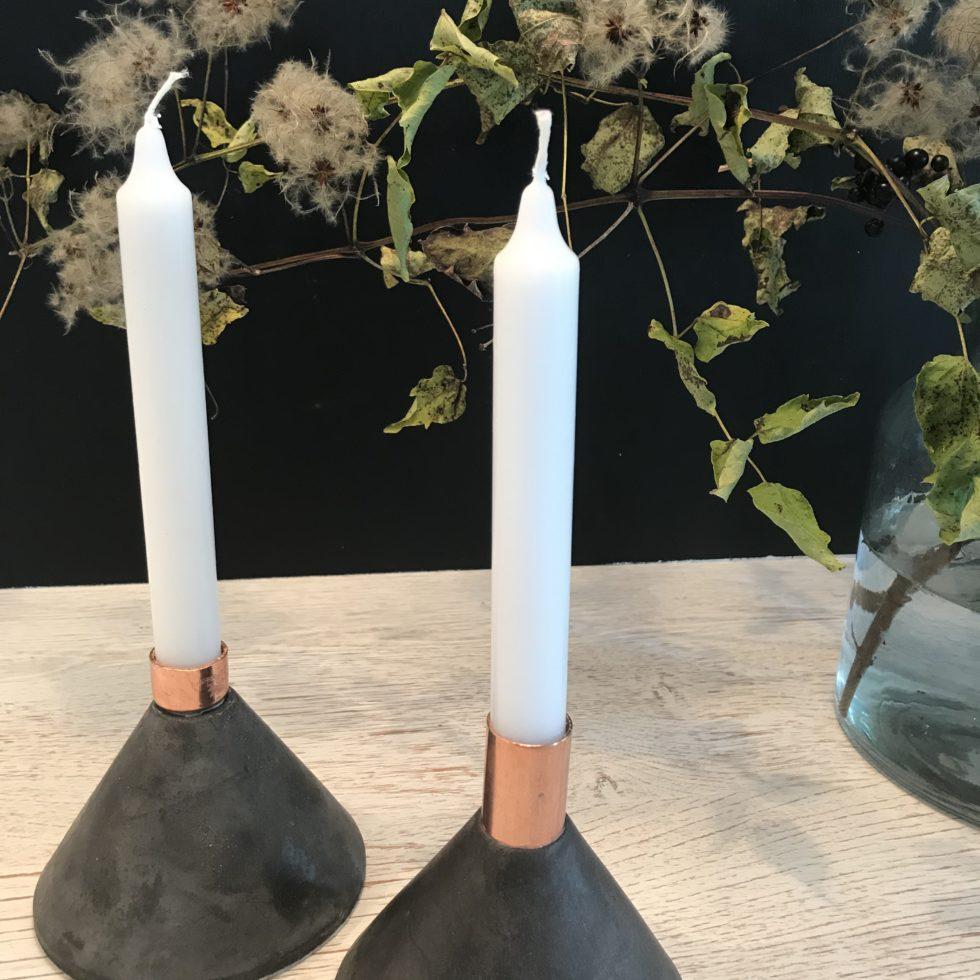 DIY: Coolen Design Kerzenständer aus Beton mit Kupfer selber gießen. Herbstdeko aus Beton. Beton gießen. Kerzenständer selber machen. Beton und Kupfer im Design vereint. Herbst Deko. #Chalet8 #Kerzenständer
