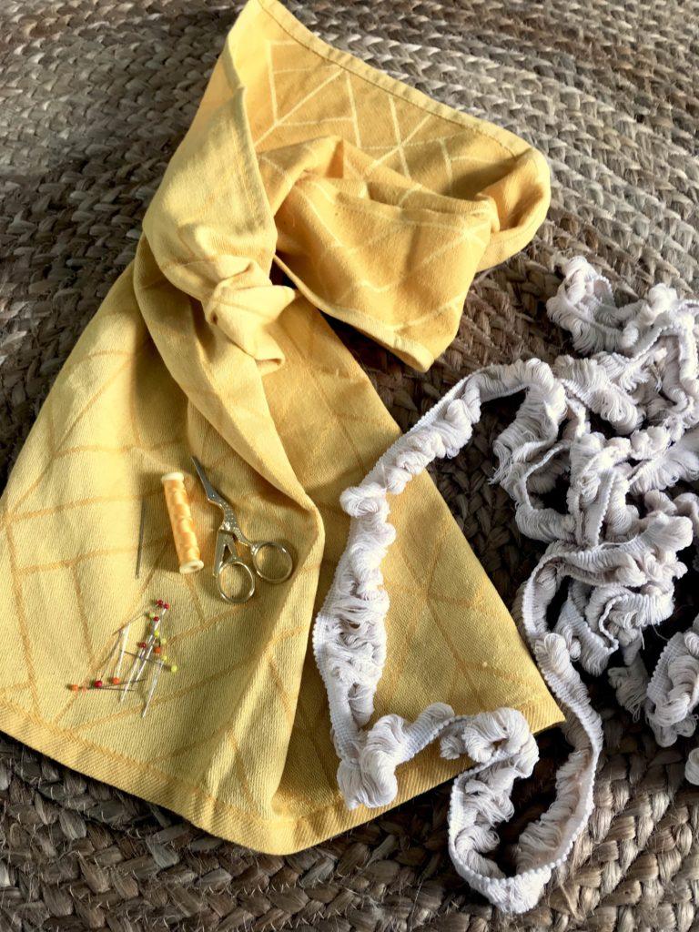 Kissen aus Geschirrhandtuch selber nähen. Gelbes Kissen. Schönes Kissen nähen ganz einfach.#chalet8, #Kissennähen