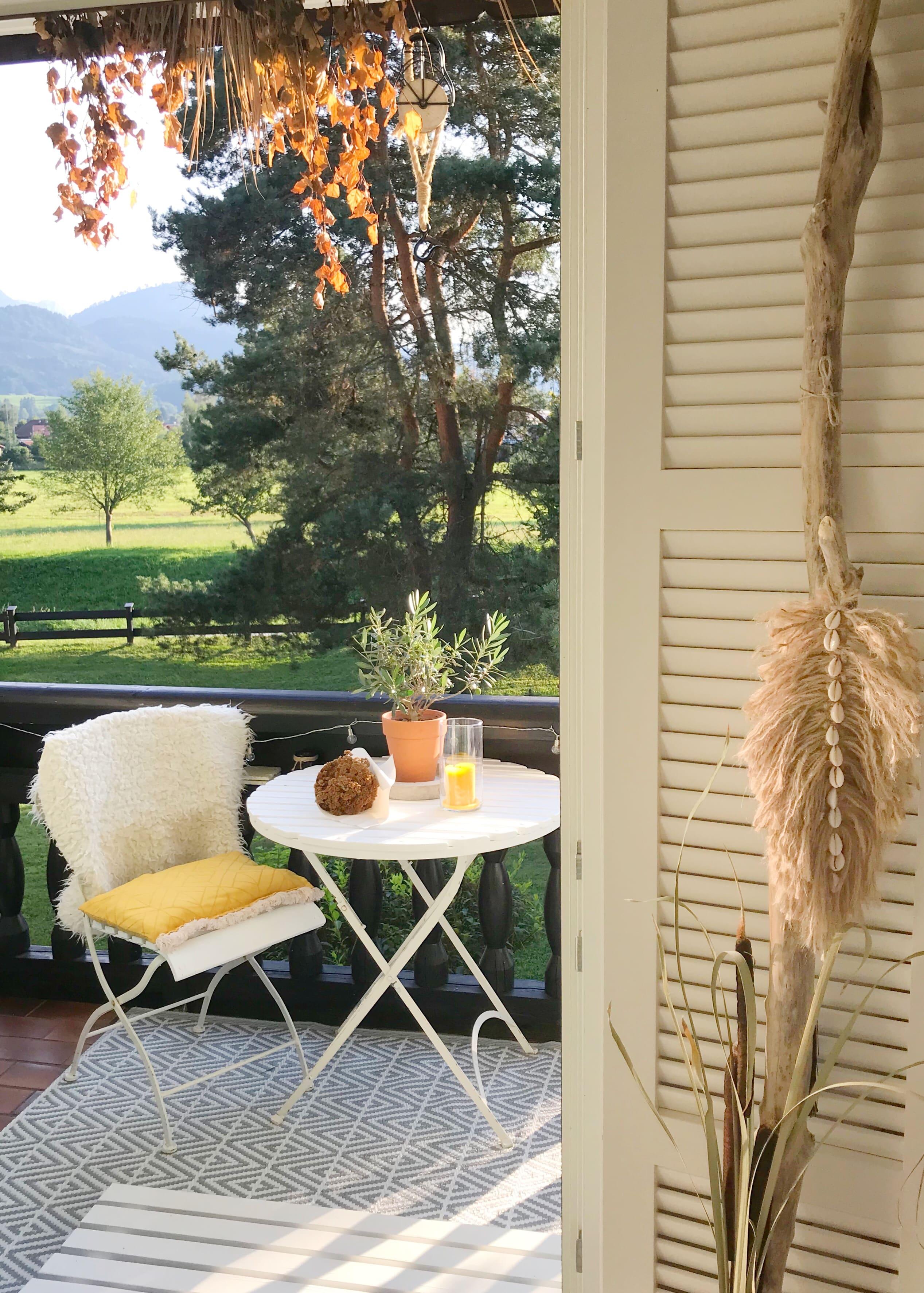 Kissen aus Geschirrhandtuch selber nähen. Do it Yourself Kissen. Balkon im Herbst. #chalet8, #Kissennähen