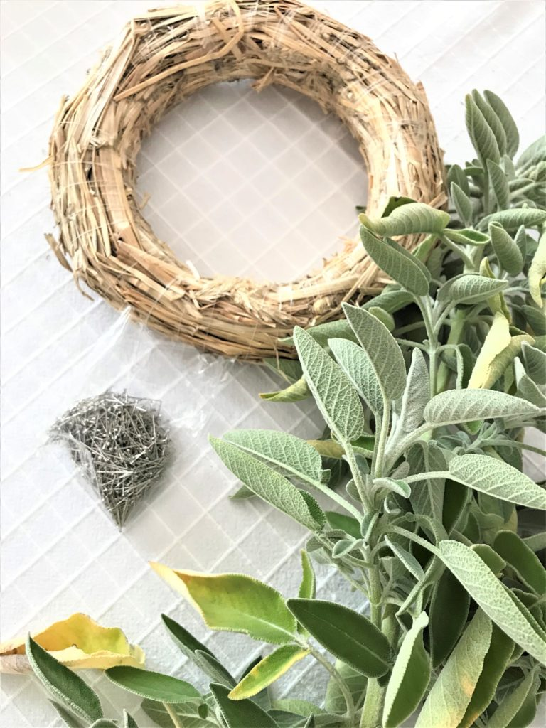 Anleitung für Kranz aus Salbei. Kranz Idee mit Salbei. Schönen Sablei Kranz einfach selber machen. Sage Wreath. #chalet8, #sage# Salbei #Kranz # wreath #kranzidee #herbstkranz