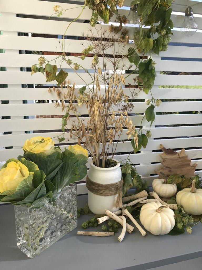 DIY Planzregal mit Herbstdeko. Balkon im Herbst. # Herbstdeko #chalet8