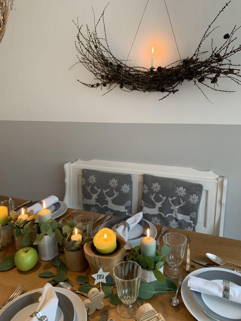 Tischdeko an Weihnachten mit einfachen DIYs. Weihnachtstisch mit Liebe dekorieren. Idee fürTischdekoration an Weihnachten. #Chalet8 #Yeswewood #Tischdeko #Weihnachtenn. #Chalet8 #Yeswewood #Tischdeko #Weihnachten