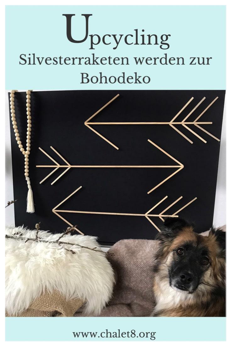 Upcycling: Boho Deko aus Silvester Raketen. Günstige Boho Deko basteln. Boho DIY mit Nachhaltigkeit. Boho Deko Idee mit Pfeilen auf Leinwand. #chalet8 #bohodeko #leinwand
