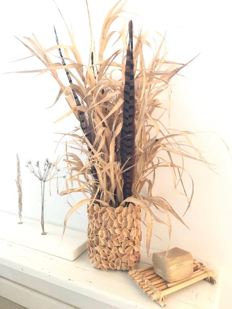 DIY: Kleine DIYs für das ganze Jahr. Basteln mit Pistazienschalen. Natürliche Deko mit den Schalen von Pistazien basteln. Upcycling von Tetrapack mit Pistazien Schalen. #chalet8, #Blumentopf, #Tetrapack, #Milchtüten