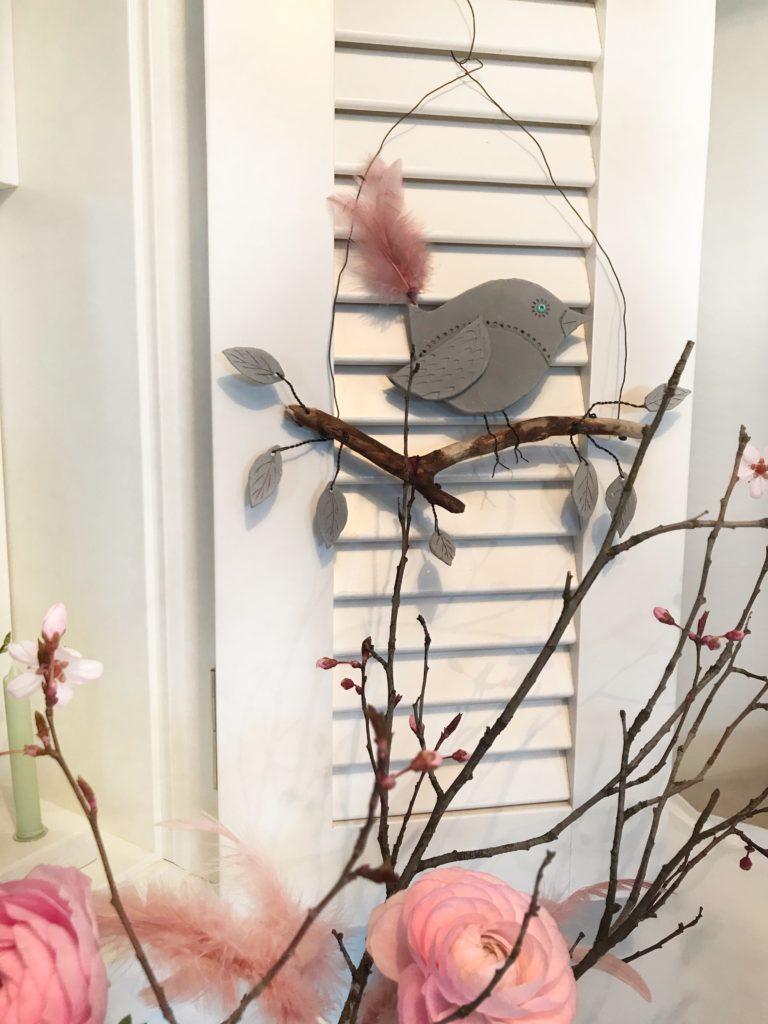 Buchvorstellung: Naturzauber von Pia Pedevilla. Basteln mit Naturmaterial. Vogel aus Modelliermasse für die Frühlingsdeko. #chalet8 #Buchvorstellung #Naturmaterial #Naturzauber #PiaPedevilla #Frühlingsdeko #Modelliermasse