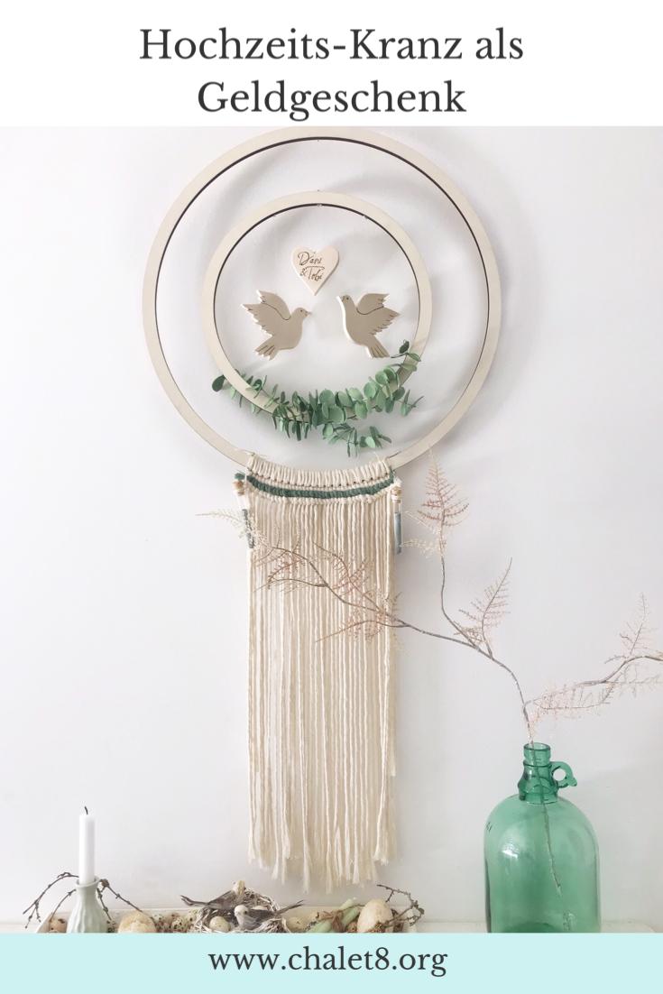DIY Hochzeitskranz als Geldgeschenk basteln . Hula Hoop Reifen bzw. Holzkranz mit Makramee als Hocheitsgeschenk. #chalet8 #hochzeit #geldgeschenk #hulahoop