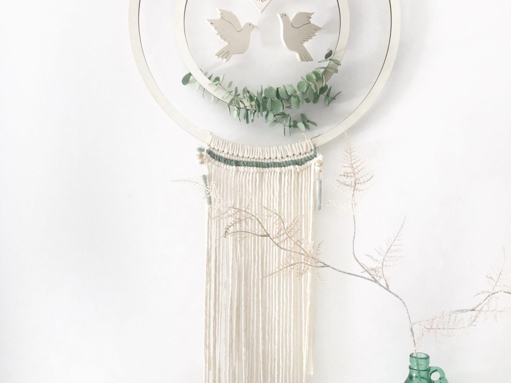 DIY Kranz zur Hochzeit als Geldgeschenk . Hula Hoop Reifen bzw. Holzkranz mit Makramee als Hocheitsgeschenk. #chalet8 #hochzeit #geldgeschenk #hulahoop