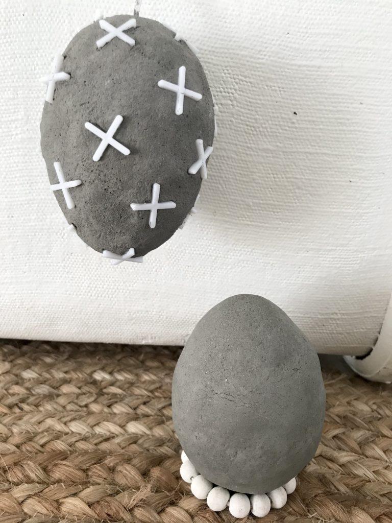 DIY Osterei Deko Extra Plastikeier pimpen mit Beton. Modelliermasse in Betonoptik. #Chalet8 #Osterei #Plastikei #Modelliermasse