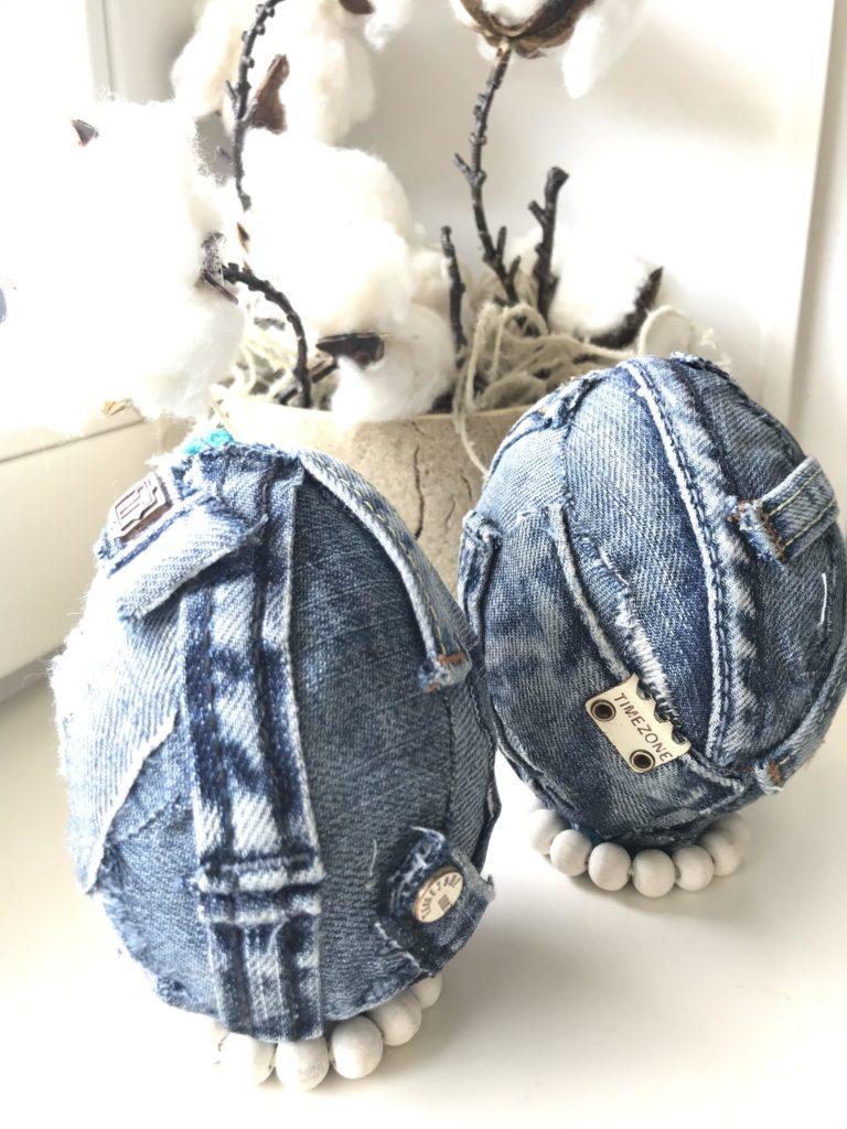 DIY Osterei Deko Extra Plastikeier pimpen mit Jeans. Upcycling Idee mit Jeans. Jeans Deko geht auch an Ostern. # Chalet8 #Osterei #Plastikei #Jeansdeko #Jeansupcycling
