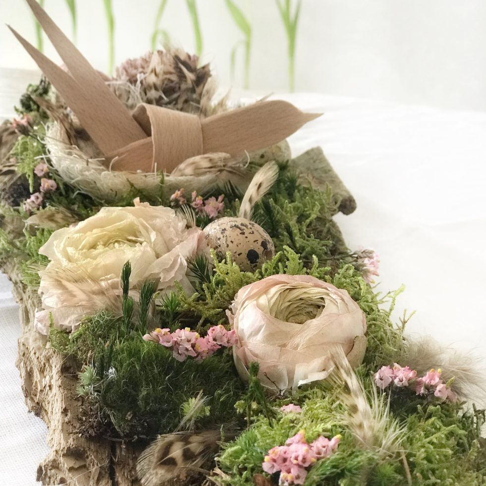 DIY: Frühlingshafte Tischdeko zu Ostern mit Naturmaterial. #Chalet8 #Tischdeko #Osterdeko