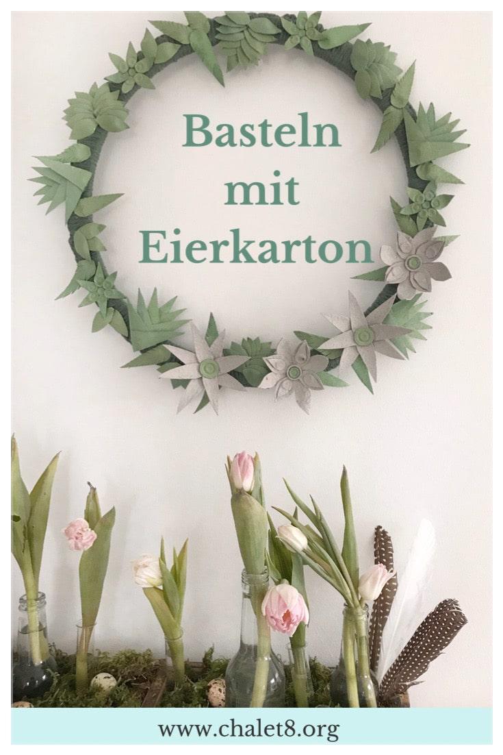 Upcycling: Basteln mit Eierkarton. Schöne Deko statt Müll. Kranz mit Blüten und Blättern. #chalet8 #eierkarton #basteln #Deko #upcycling #kranz