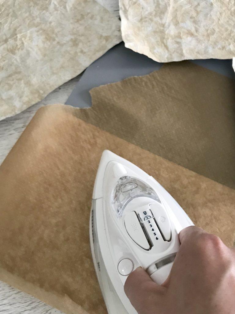 DIY Fotohintergrund aus Milchtüten. Upcycling Idee für Blogger. #chalet8 #Fotohintergrund #Spritzschutz #Tetrapack