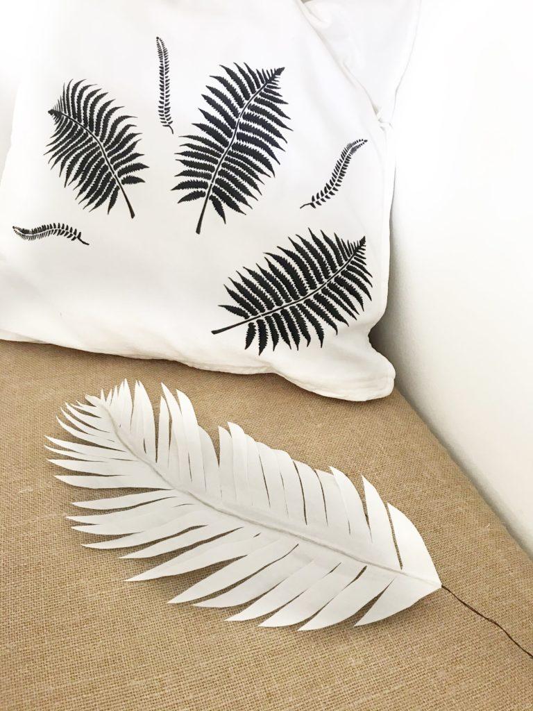 DIY Pflanze aus Papier basteln Palmenblatt aus Butterbrotpapier für den Urban Jungle. #chalet8 #papierpflanze #papierdiy