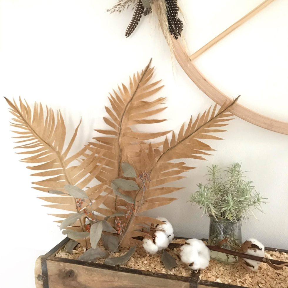 DIY Pflanze aus Papier basteln Palmenblatt aus Backpapier für den Urban Dschungel. #chalet8 #papierpflanze #papierdiy