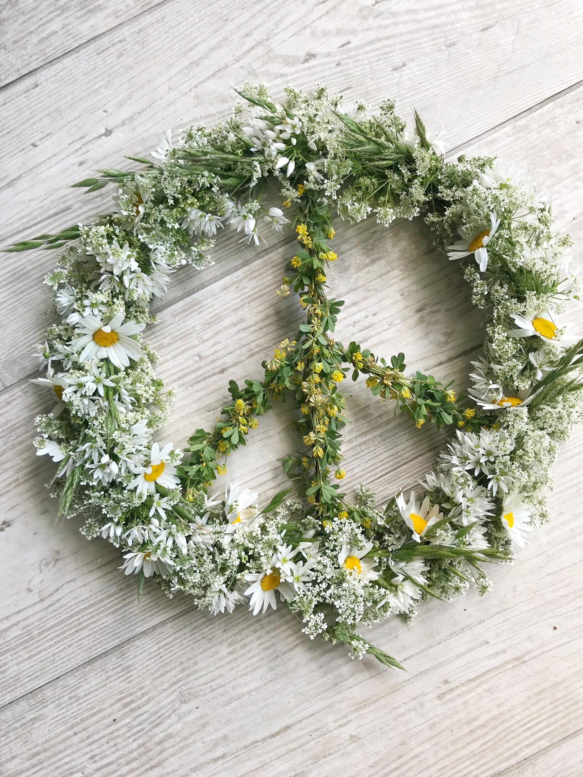 Flower Power Peace Zeichen Kranz binden. #Chalet8 #Peacezeichen #Kranz