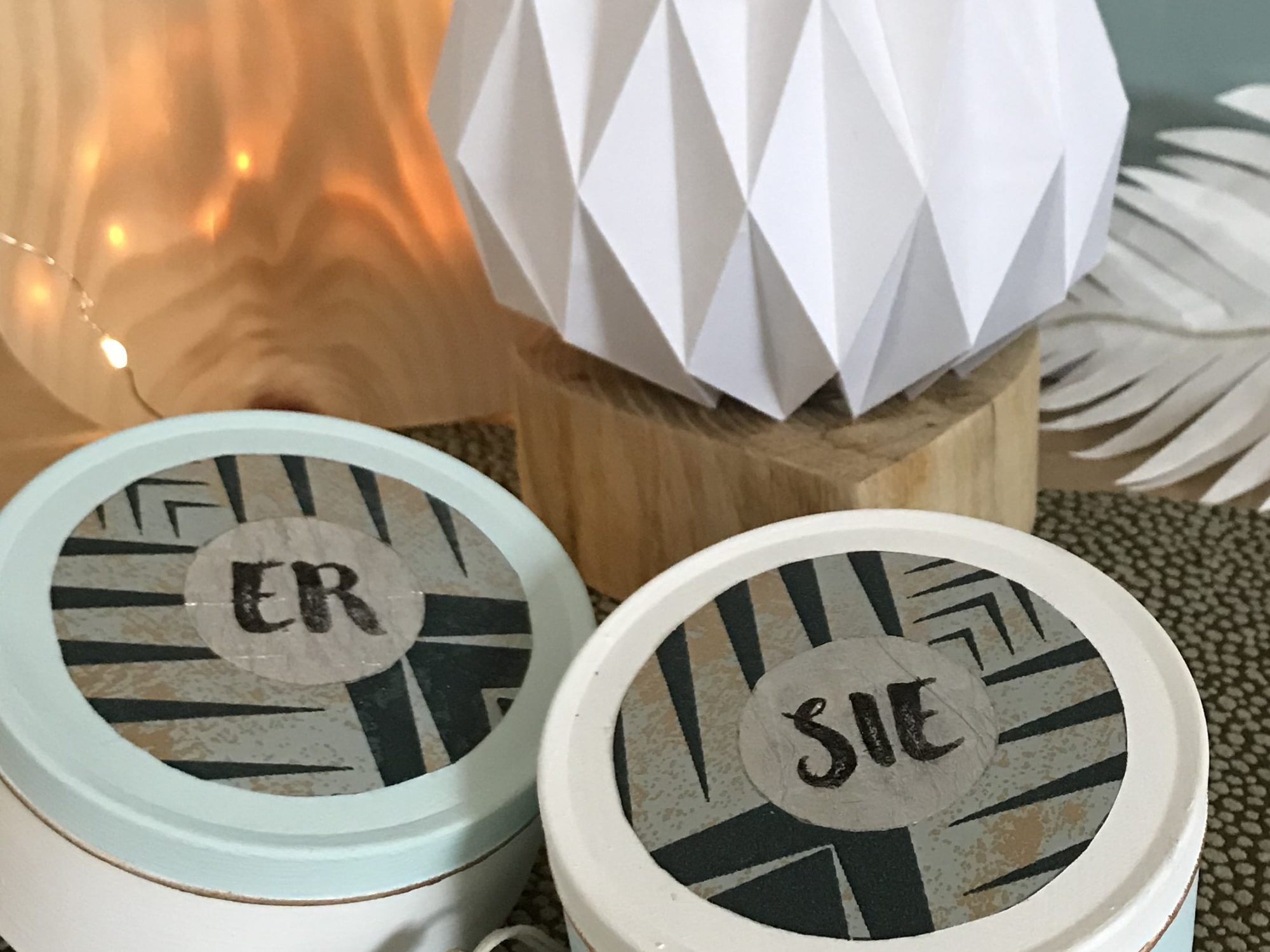 Upcycling-Hochzeitsgeschenk basteln-Die Partnerdose. Mit einem Blechdosen Upcycling ein Geldgeschenk basteln. Persönliches Hochzeitsgeschenk selbstgemacht. #chalet8 #Hochzeitsgeschenk #Blechdose