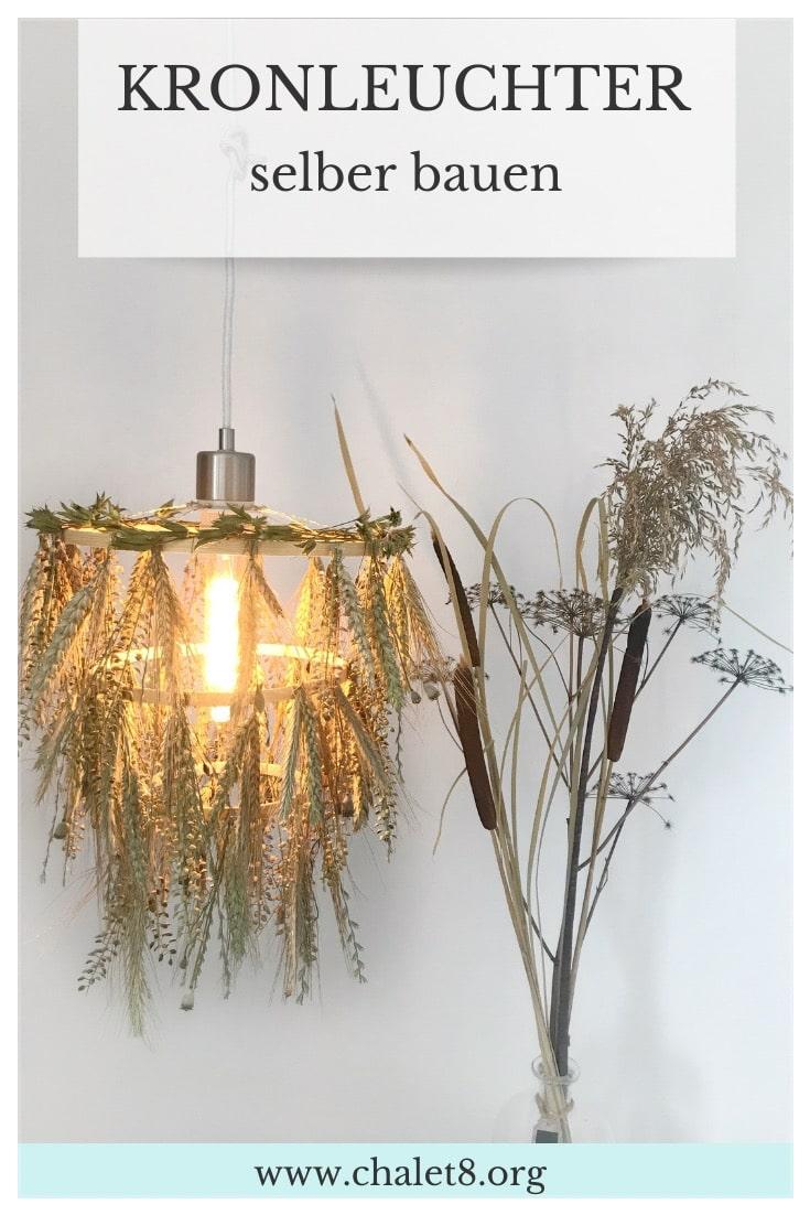 DIY Lampe: Kronleuchter selber bauen mit Naturmaterial. #chalet8, #DIYLampe #DIYKronleuchter #Naturmaterial