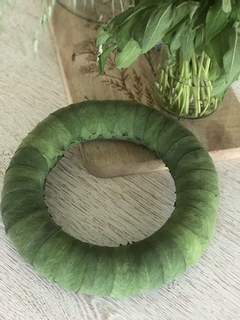 Anleitung für Herbst Kranz aus Salbei. Kranz Idee mit Salbei. Schönen Sablei Kranz einfach selber machen. Sage Wreath. #chalet8, #sage #Salbei #Kranz #wreath #kranzidee #herbstkranz