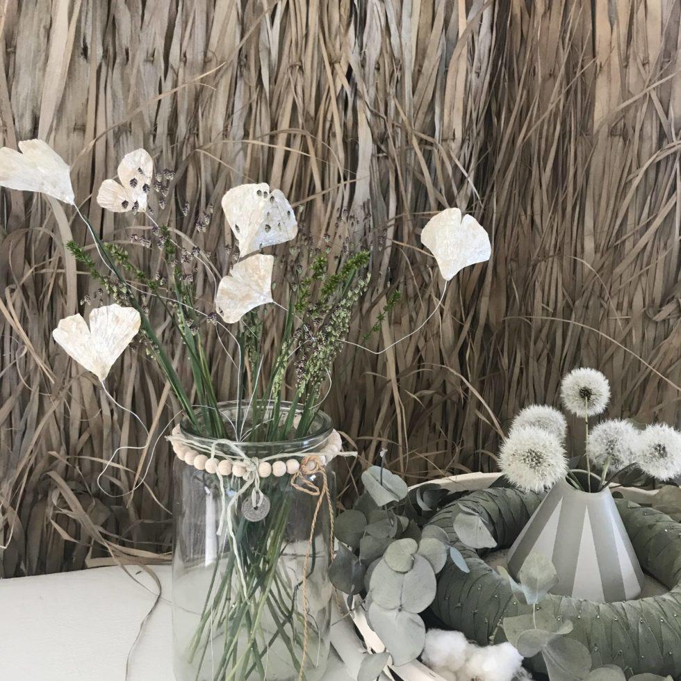 Upcycling-Ginkgoblatt mit Tetrapack basteln. Deko aus Milchtüten. Tetrapack gehört nicht in den Müll. #chalet8 #tetrapackbasteln #ginkoblatt #ginkgoblatt #milchtütenupcycling