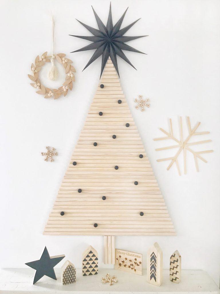 Weihnachtliche Holzdeko einfach selber machen. Buch von Sandra Losch. Schöne Ideen für Holzdeko an Weihnachten aus dem Chalet8. #chalet8 #holzdeko #weihnachten #kreativbuch # weihnachtsbuch