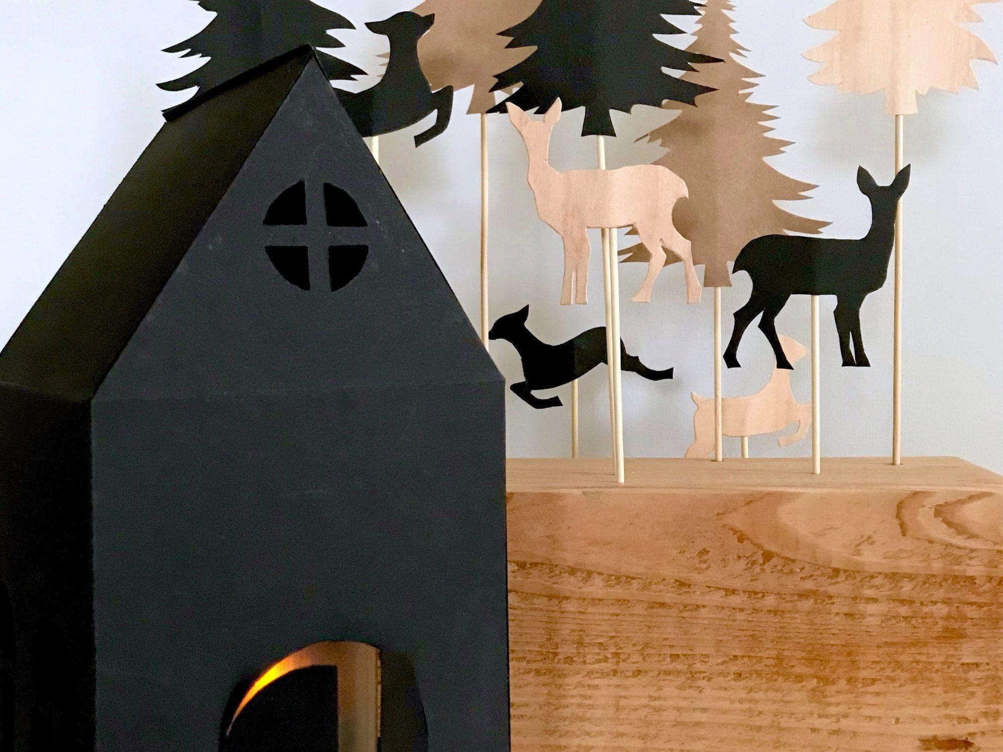 DIY: Winterlandschaft basteln aus Papier und Holz. Winterdeko: Eine lebendige Winterlandschaft basteln aus Papier und Holz - mit gratis Vorlage - ohne Plotter, sondern noch old-school mit der Schere. #Chalet8 #winterdeko #bastelnmitpapier #winterlandschaft