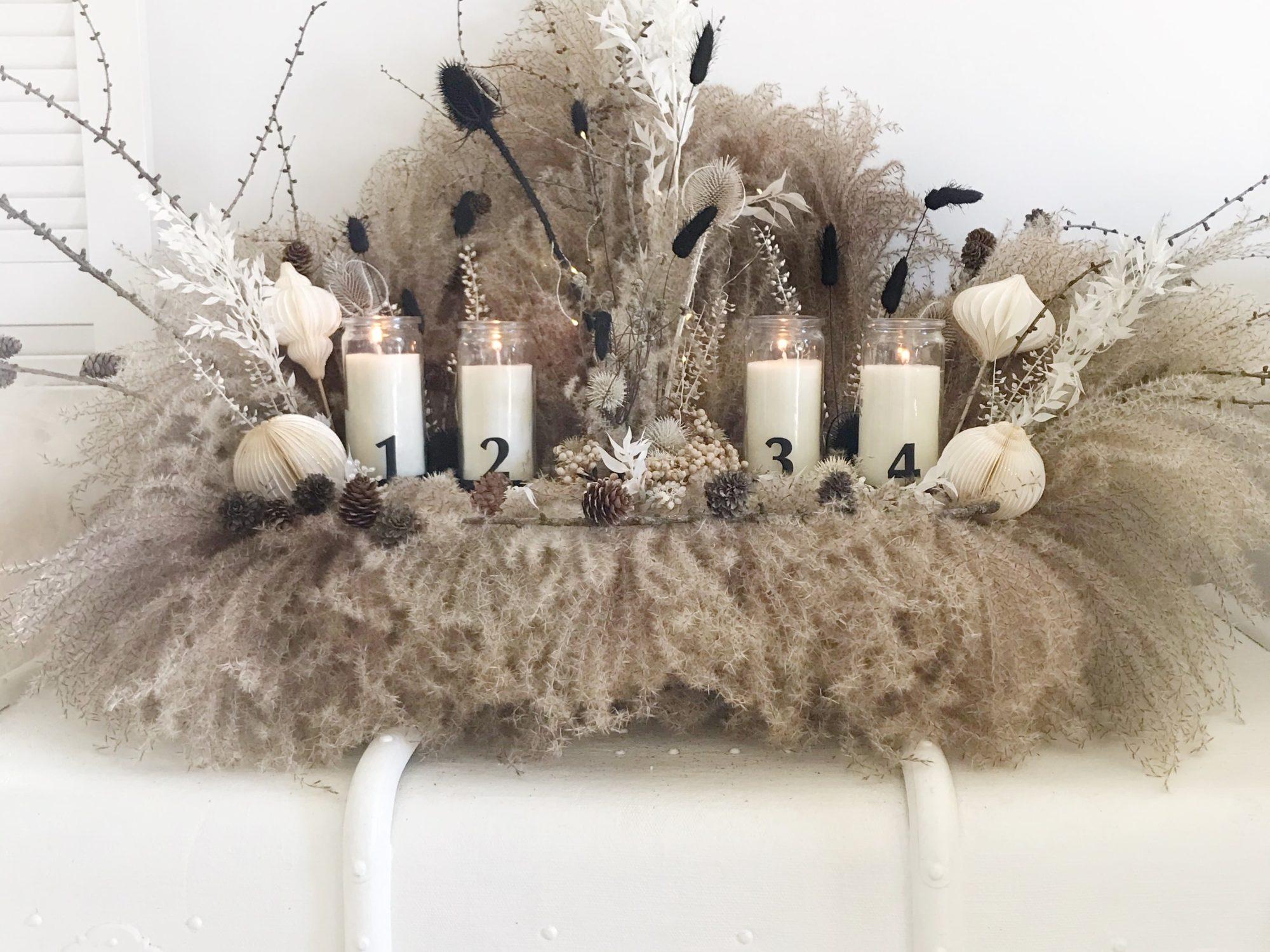 DIY: Adventskranz modern und länglich mit Trockenblumen selber machen. Advent und Winter im Boho Style mit Schilfgräsern statt Tannenzweigen. #chalet8 #adventskranz #advent #trockenblumen #moderneradvent