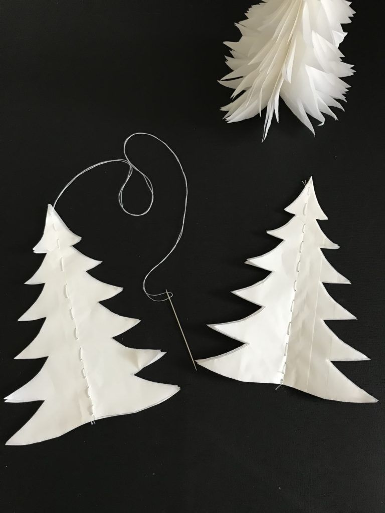 DIY: Tannenbaum basteln aus Butterbrotpapier-Tüten. Basteln mit Butterbrottüten.