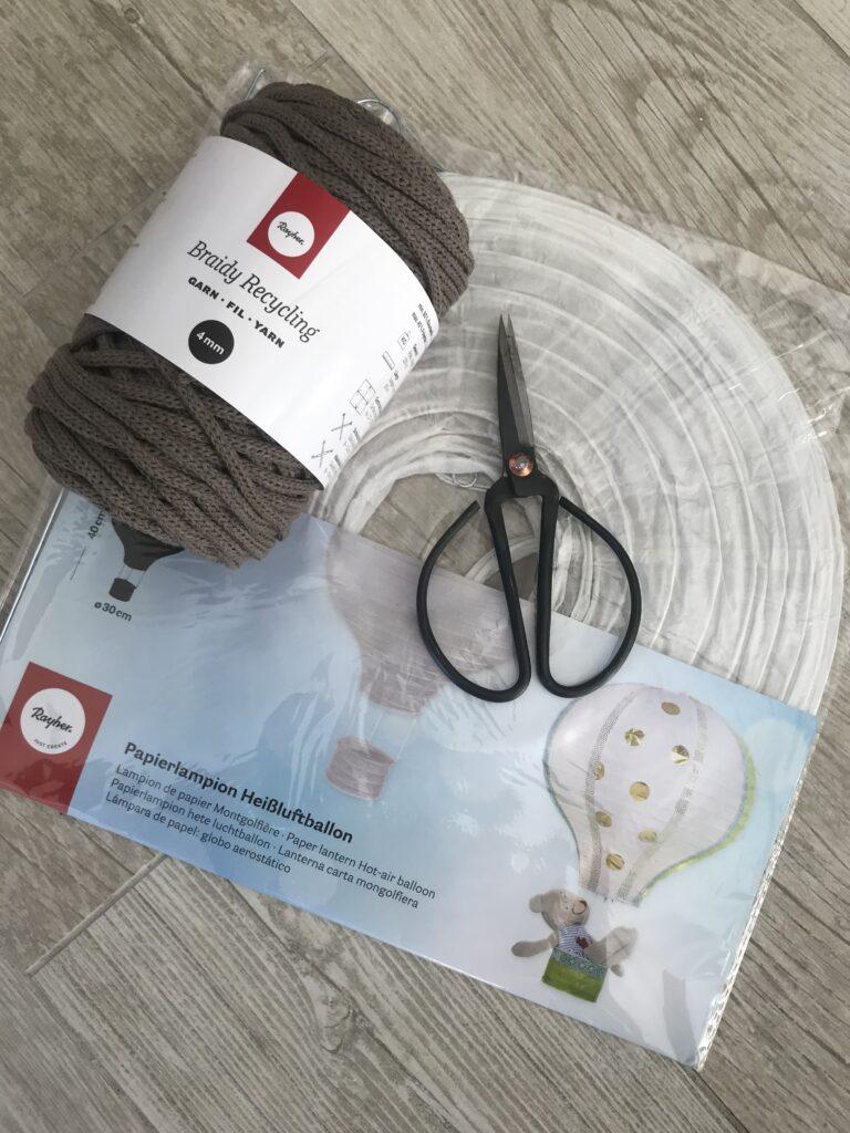 DIY: Anleitung für Makramee Lampe mit einem Papier Ballon. Materialbild.
